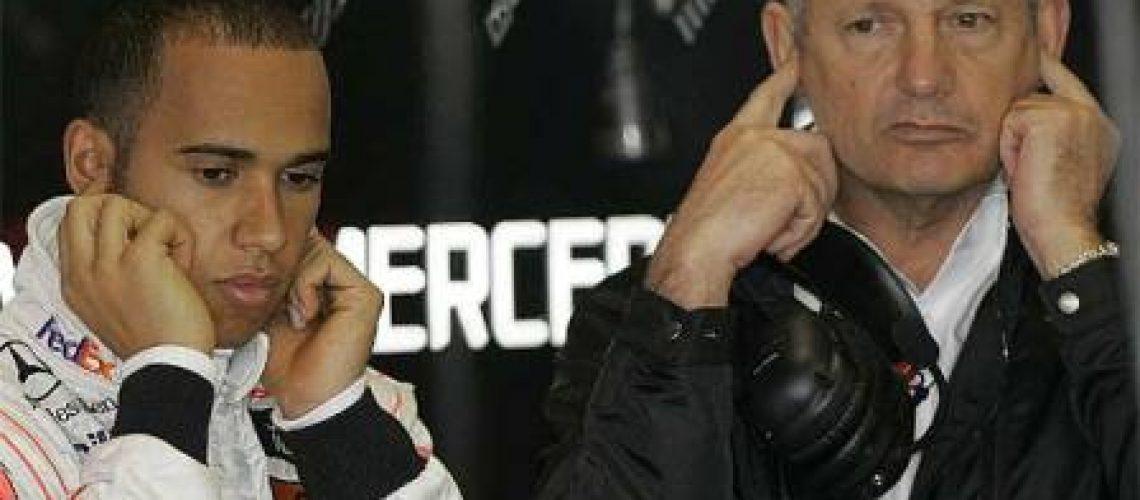 Ron Dennis deixa a escuderia McLaren-Mercedes