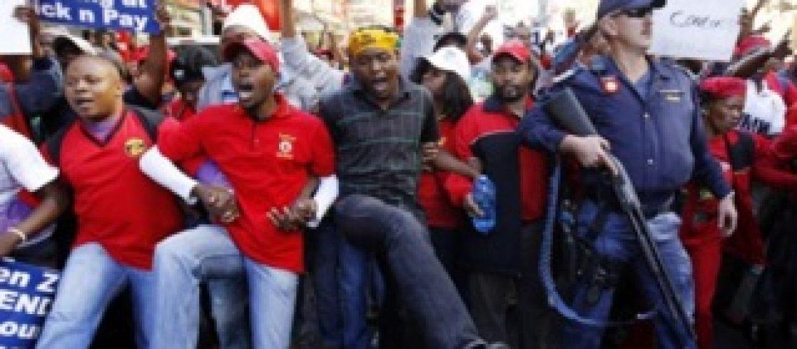 África do Sul: marcha da Aliança Democrática termina em caos e faz vários feridos