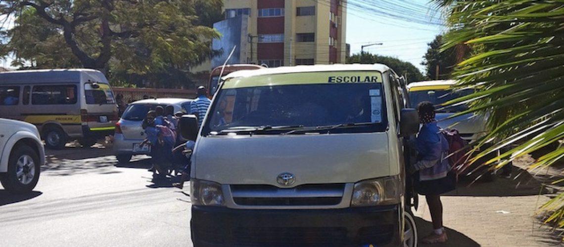 Carrinhas de transporte escolar em Moçambique devem ser amarelas