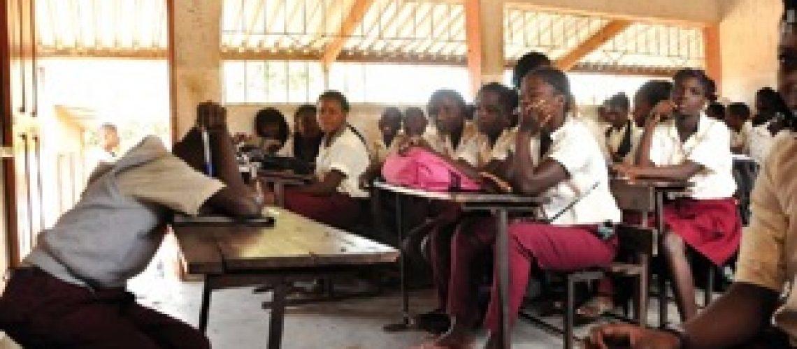 """MINED reconhece que o currículo do ensino primário """"embrutece"""" as crianças"""