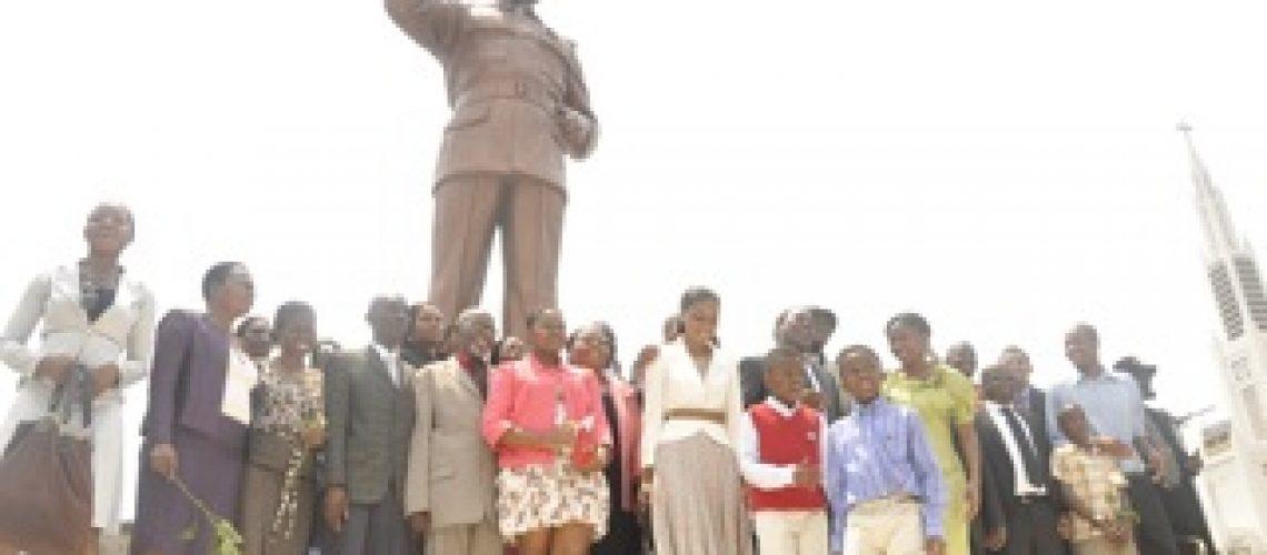 Samora Machel re-imortalizado na Praça da Independência