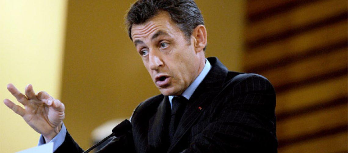 Sarkozy e sindicatos enfrentam-se por reforma da previdência