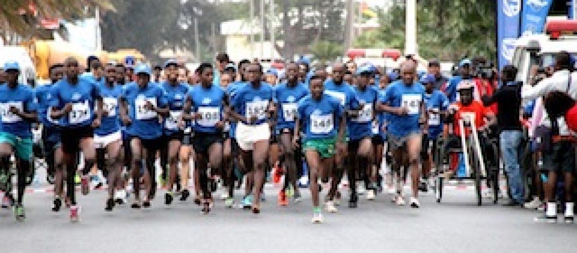 Moçambicano e zimbabwena vencem meia maratona da Corrida Azul