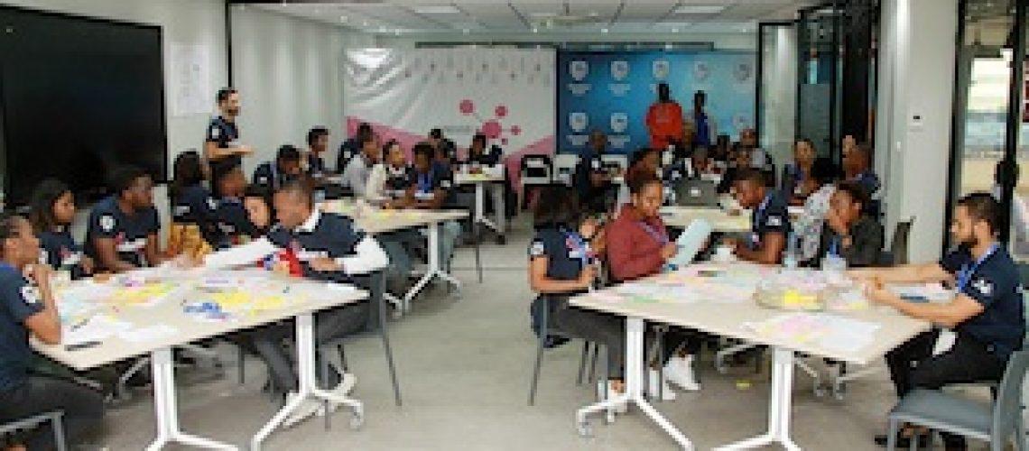 Jovens desafiados a sair da zona do conforto e a empreender novos negócios