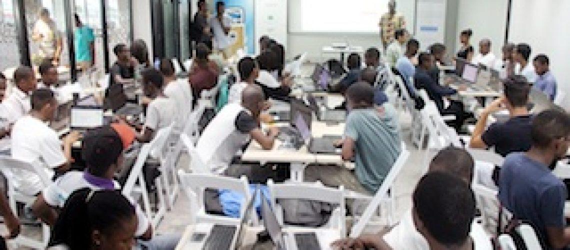 70 jovens formados em matérias sobre computação em nuvem