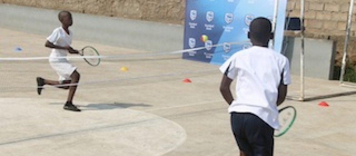 Em 12 escolas primárias: Standard Bank leva 3.000 crianças a jogar ténis