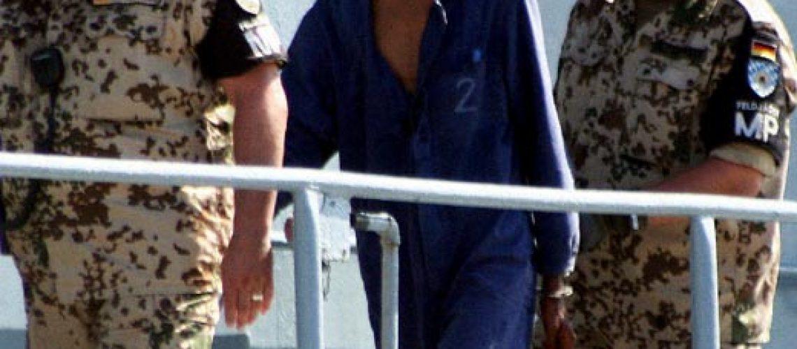 Piratas somalis sequestram dois cargueiros