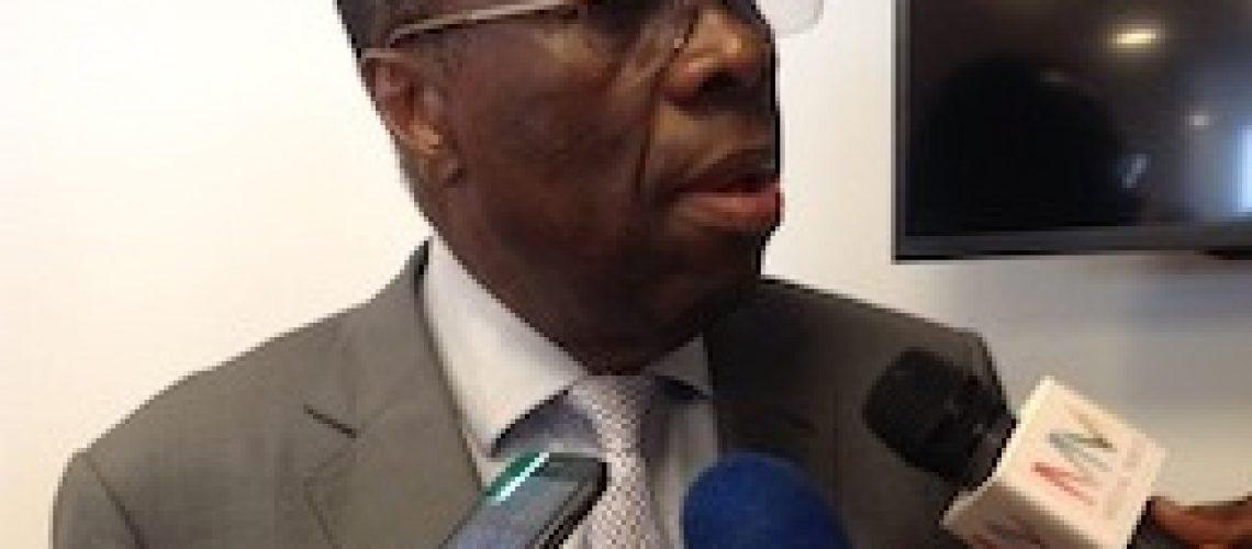 Metical em depreciação e taxas de juro acima dos 23 por cento no início do Novo Ano em Moçambique