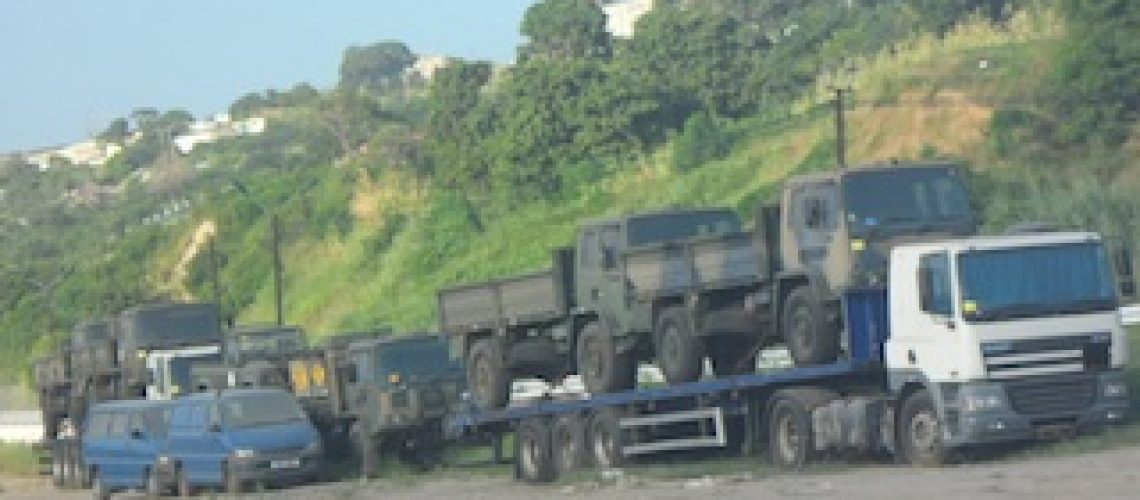 Viaturas com características militares retidas pela polícia em Nacala