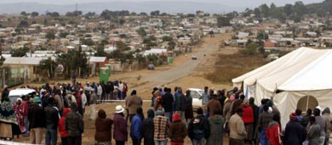 Sul-africanos votam nas quartas eleições livres que são primeiro grande teste ao ANC
